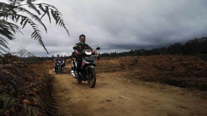 Menteri Pertanian Syahrul Yasin Limpo meninjau lahan pengembangan  lumbung pangan di Desa Ria-Ria, Kabupaten Humbang Hasundutan, Sumut.