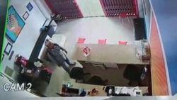 Detik-detik Maling HP di Mamuju Beraksi di Siang Bolong