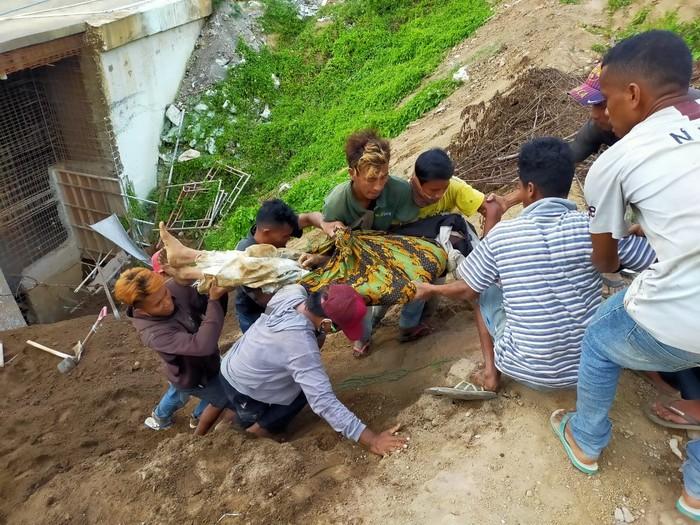 Dua pekerja bangunan tertimbun longsor di Ubud, Bali