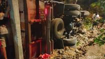 Kecelakaan Beruntun Libatkan Tiga Kendaraan di Madiun, Truk Muat Sapi Terguling