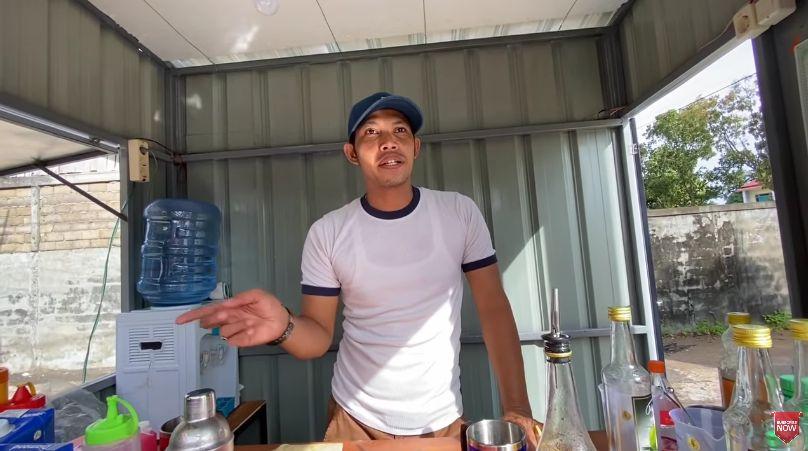 Mantan Bartender Hotel Jualan Es Pinggir Jalan