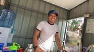 Kisah Mantan Bartender Hotel yang Kini Jualan Es Pinggir Jalan