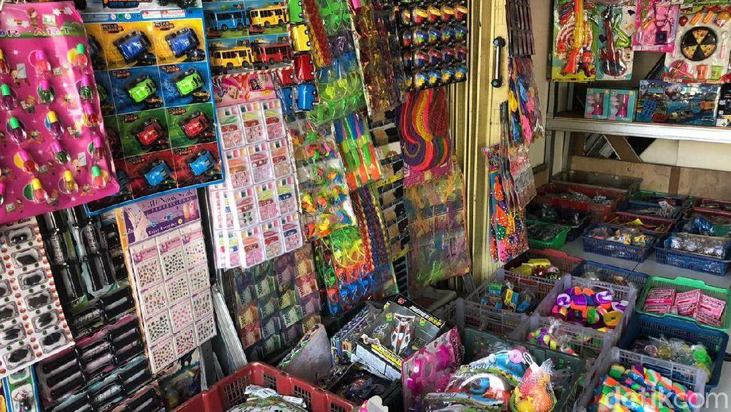 Keluh Kesah Penjual Mainan Pasar Gembrong di Massa PPKM Darurat