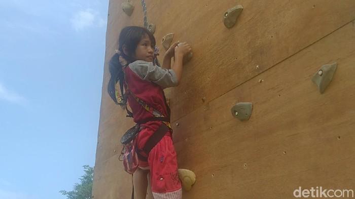 Adelia Spiderman Cilik asal Pekalongan kini dilatih panjat tebing