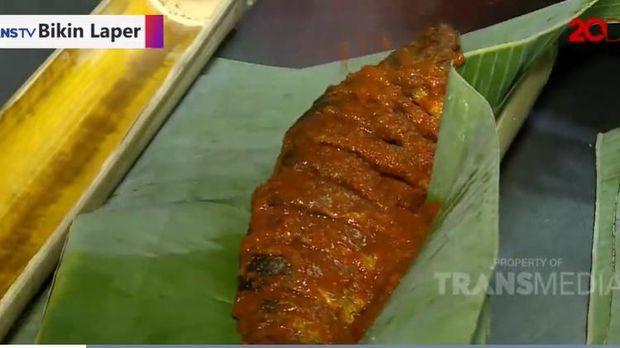 Bikin Laper! Puas Makan Kepiting Saus Padang dan Udang Saus Singapura