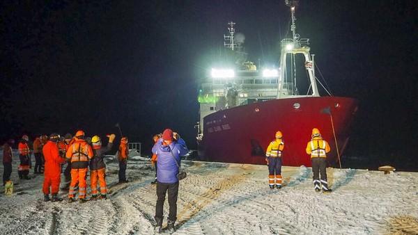 Kini semua orang di dunia bisa merasakan kehidupan yang sudah dialami sejak lama oleh orang yang tinggal di Antartika.