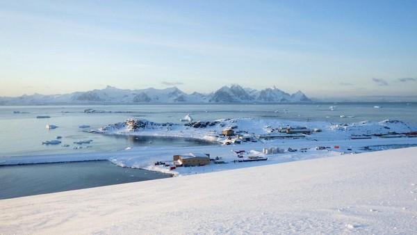 Karena hal tersebut, terdapat kebjakan khusus tidak ada turis, tidak ada pelayaran umum, dan jumlah kunjungan sangat dinimalisir di Antartika.