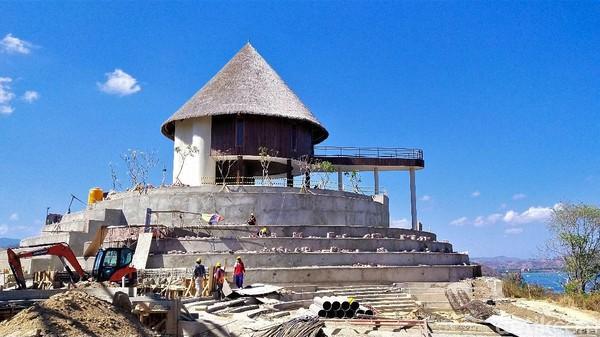 Puncak Waringin merupakan proyek pembangunan Labuan Baji yang menjadi destinasi prioritas. detikTravel mendapat kesempatan untuk berkunjung ke Labuan Bajo bersama Badan Pelaksana Otorita Labuan Bajo Flores (BPOLBJF). Kunjungan hari ini, Minggu (13/9/2020) adalah Puncak Waringin.
