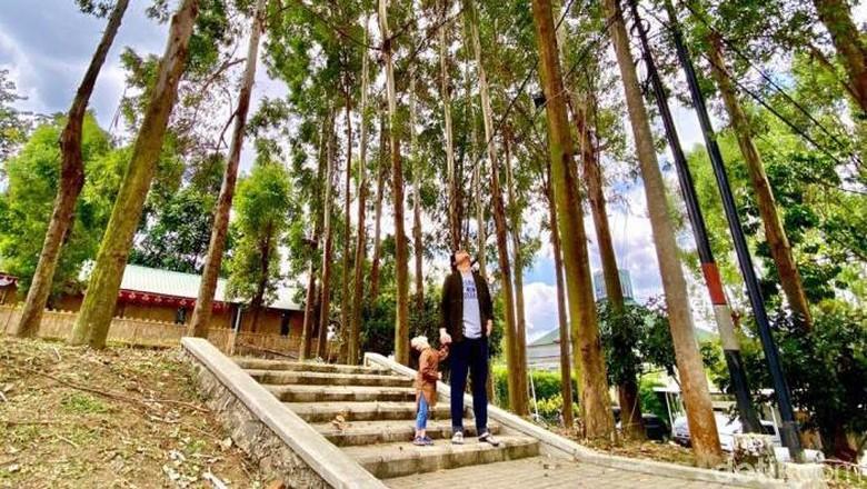 Lokasi Eco Pesantren ini di daerah Parongpong, Kabupaten Bandung Barat tepatnya di Jalan Cigugur Girang No.34, Cigugur Girang, Parongpong Bandung Barat.