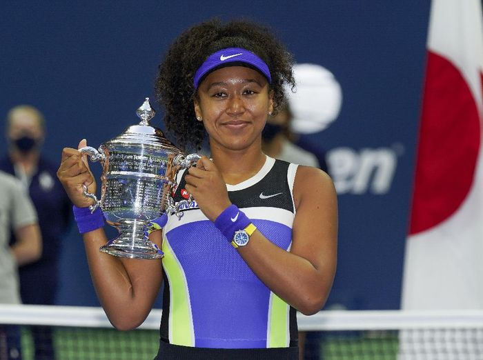 Naomi Osaka, of Japan, holds up the championship trophy after defeating Victoria Azarenka, of Belarus, in the womens singles final of the US Open tennis championships, Saturday, Sept. 12, 2020, in New York. (AP Photo/Seth Wenig)