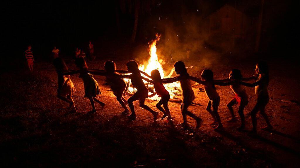 Suku Adat Brasil Rayakan Bebas Corona