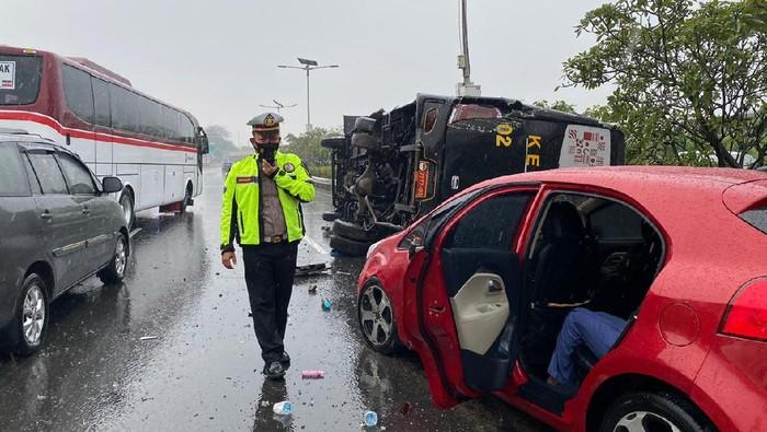 Bus Kemenhan kecelakaan di Tol Jagorawi (Dok Istimewa)