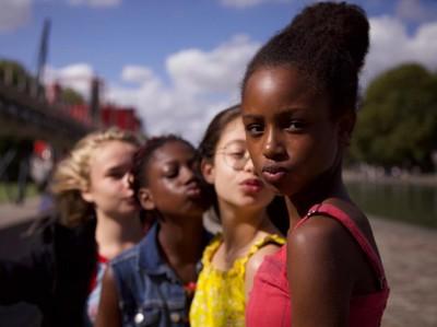Kontroversi Film Cuties: Dipuji di Festival, Dihujat di Netflix