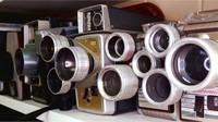 Tak jarang Jim juga meminta bantuan kepada teman-temannya untuk mencarikannya kamera. Istimewa/Dave Smith via BBC Indonesia.