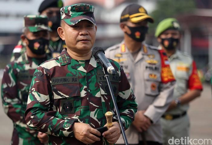 Panglima Kodam Jaya Mayjen TNI Dudung Abdurachman saat memimpin apal pencegahan penyebaran COVID-19 di JIExpo Kemayoran, Jakarta, Senin (14/9/2020). Agung Pambudhy