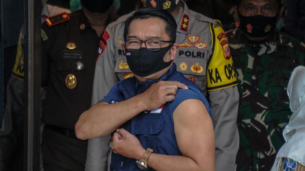 Gaya Ridwan Kamil Usai Suntik Vaksin COVID-19