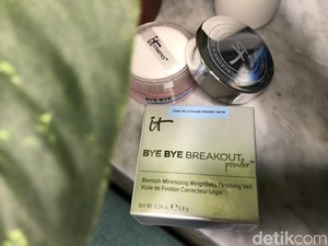 Review: It Bye Bye Breakout Powder, Bedak Tabur dengan Kandungan AHA/BHA