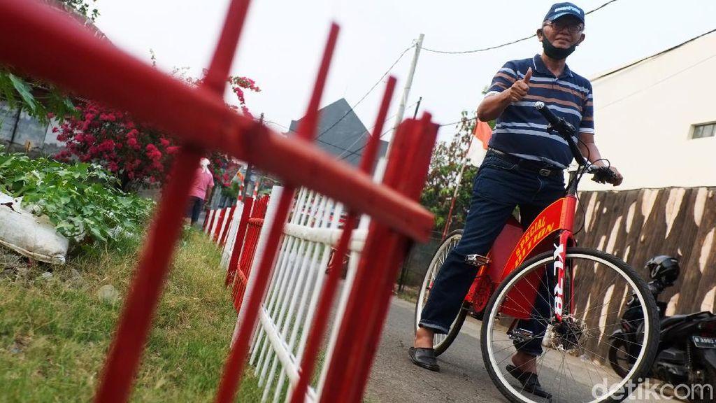 Foto Mantap, Kakek di Bekasi Ini Bikin Sepeda Listrik Sendiri