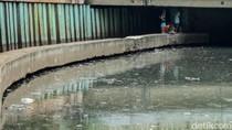 Kolong Jembatan Tanah Abang Jadi Tongkrongan Anak-anak
