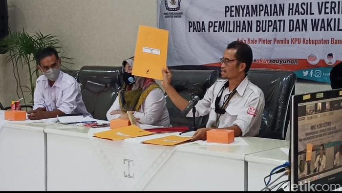 KPU temukan berkas tidak sah dari tiga paslon Pilbup Bandung