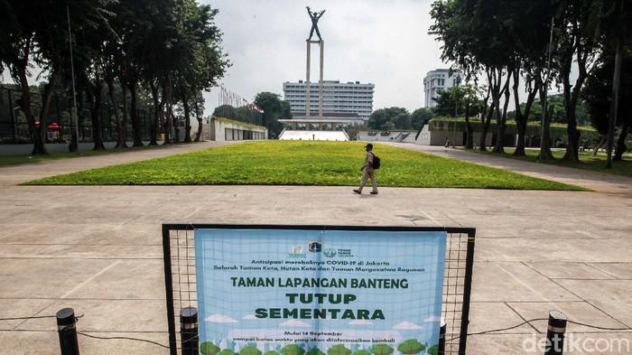 Mulai hari ini, Lapangan Banteng kembali ditutup. Penutupan terkait regulasi PSBB total di Jakarta yang mewajibkan penutupan ruang publik dan taman kota.