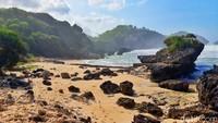 Foto: Pantai Watu Bolong yang Eksotis di Gunungkidul