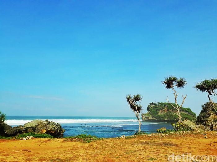 Pantai Watu Bolong