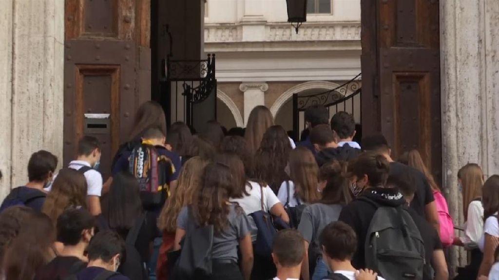 Setelah 6 Bulan, Italia Mulai Izinkan Sekolah Beraktivitas