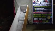Sadarkan Warga Pakai Masker, RW di Depok Pajang Peti Mati-Pocong di Jalan