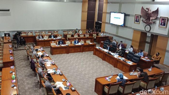 Rapat Komisi III DPR dan Polri (Eva Safitri/detikcom).