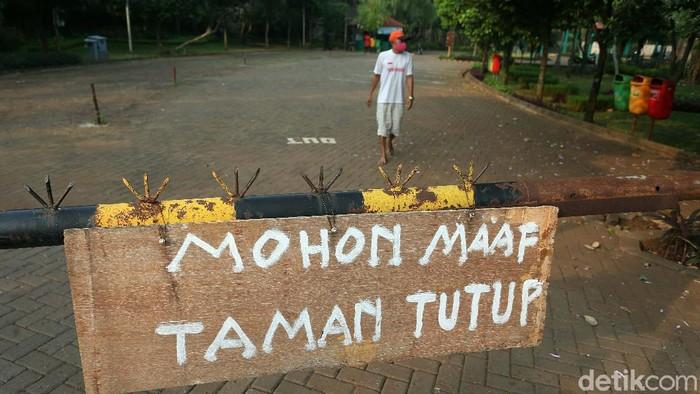 Seiring diberlakukannya PSBB, taman-taman kota di Jakarta kembali ditutup. Begini potretnya kesunyian taman kota di hari pertama PSBB DKI Jakarta.