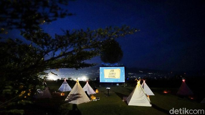 Tenda di Bawah Bintang