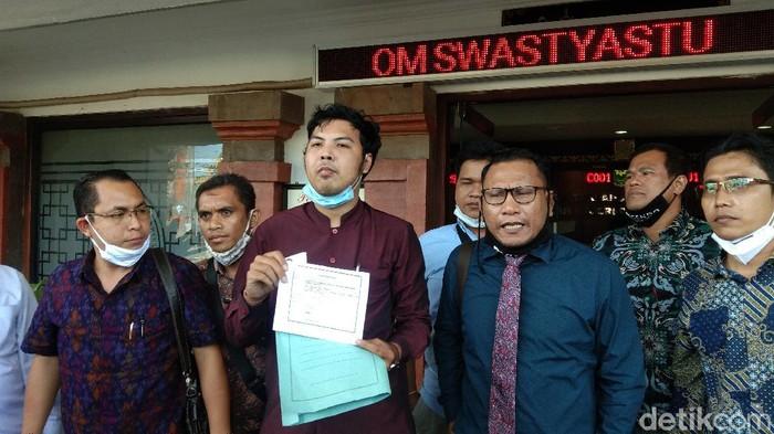 Tim pengacara Jerinx ajukan permohonan pergantian majelis hakim dan meminta sidang digelar tatap muka (Angga Riza/detikcom)