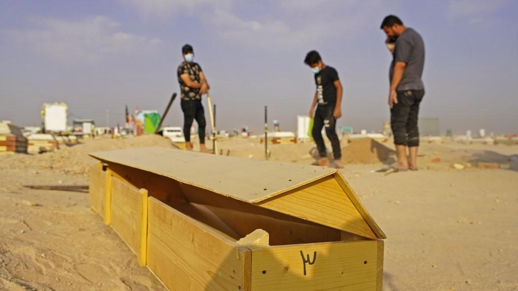 Ratusan Warga Irak Bongkar Makam Korban Corona, Turki Protes Kartun Nabi