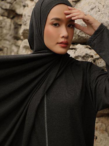 Ana Octarina berhijab