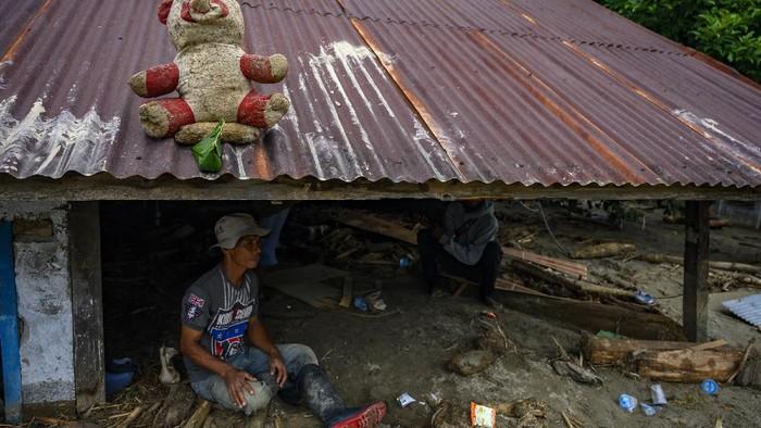 Banjir bandang melanda Kabupaten Sigi, Sulawesi Tengah. Tak sedikit rumah warga yang tertimbun lumpur akibat banjir bandang yang melanda kawasan tersebut.
