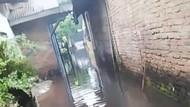 Sejumlah Titik di Medan Banjir Usai Hujan, Warga Keluhkan Kondisi Parit