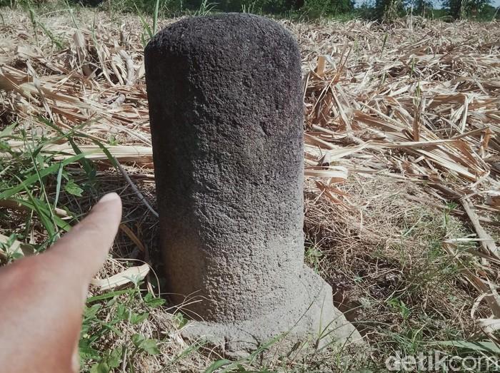 Benda diduga lingga berasal dari masa Mataram Kuno ditemukan di Klaten, Selasa (15/9/2020).