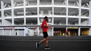 Masih Ada Warga Berolahraga di GBK Saat Jakarta PSBB Ketat
