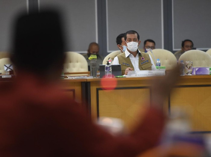 Kepala Badan Nasional Penanggulangan Bencana (BNPB) Doni Monardo mengikuti rapat kerja dengan Komisi VIII DPR di Kompleks Parlemen, Senayan, Jakarta, Kamis (3/9/2020). Rapat itu membahas RKA K/L tahun 2021. ANTARA FOTO/Akbar Nugroho Gumay/nz