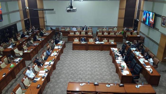 Komisi III DPR RI menggelar rapat bersama LPSK, Komnas HAM, BNPT, PPATK, dan BNN.