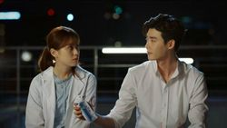 Sinopsis W-Two Worlds Episode 12