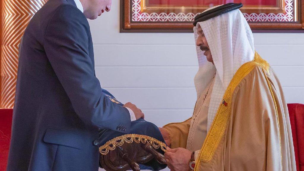Menantu Trump Beri Kitab Taurat ke Raja Bahrain Sebelum Damai dengan Israel