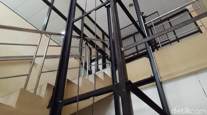 Penampakan lift yang jatuh saat dinaiki Ketua DPRD DIY Nuryadi