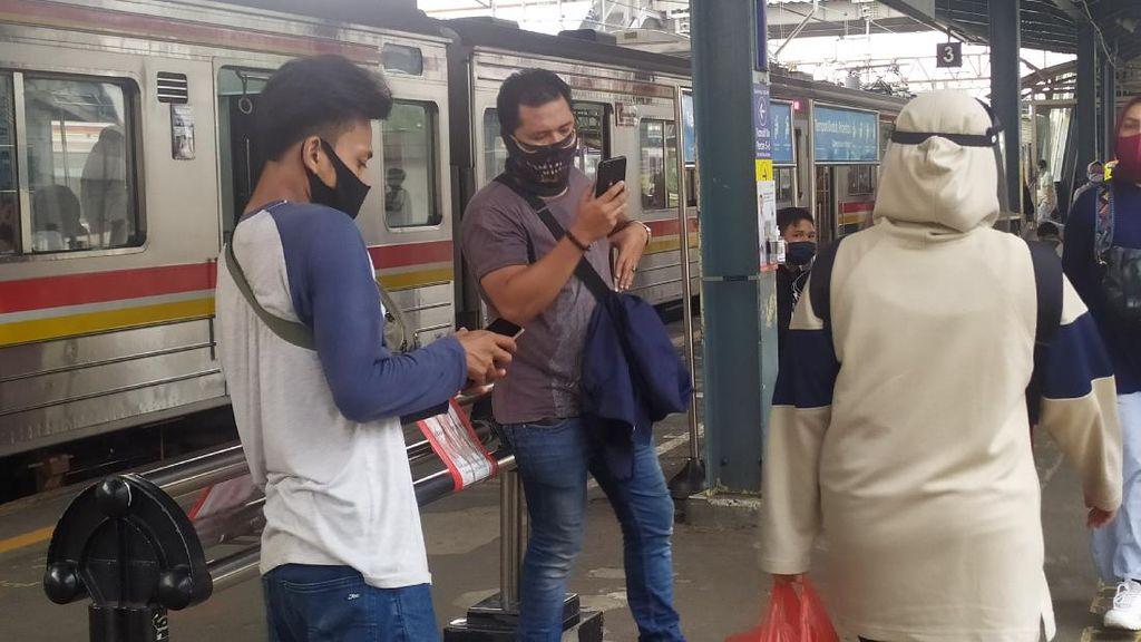 Tanggapan Penumpang KRL soal Imbauan Hindari Pakai Masker Scuba-Buff