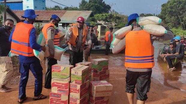 Polda Kalteng kerahkan personel dan bantuan untuk korban banjir di 5 kabupaten