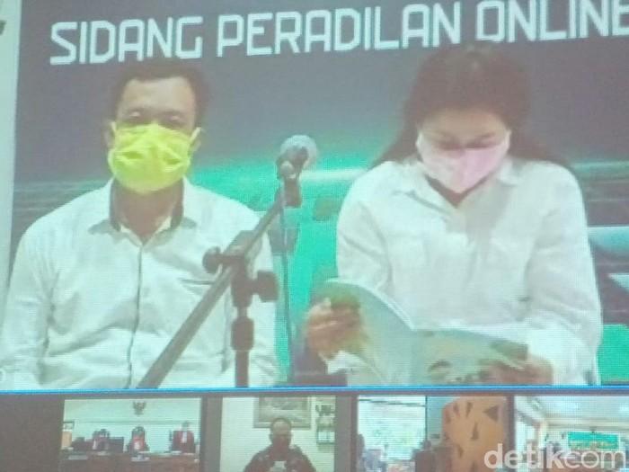 Kasus Keraton Agung Sejagat Purworejo, Jawa Tengah memasuki agenda sidang vonis hari ini. Toto divonis hukuman 4 tahun penjara dan Fanni 1 tahun 6 bulan.