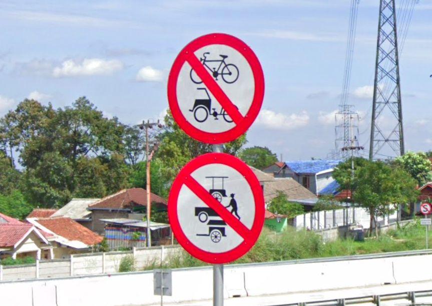 Rambu-rambu yang Ada di Mulut Jalan Tol, Biar Sepeda dan Motor Nggak Nyasar Masuk Tol