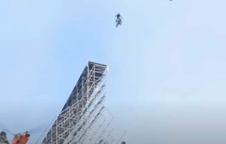 Salah satu adegan ekstrem Tom Cruise dalam film Mission Impossible 7