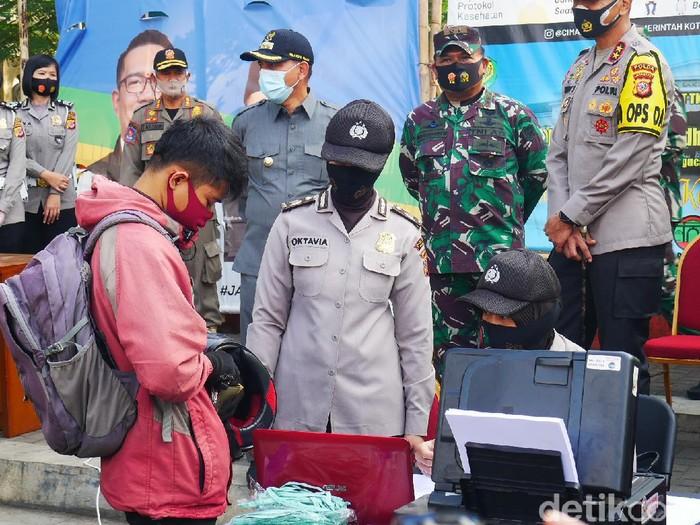 Sanksi pidana menanti pelanggar protokol kesehatan yang melawan petugas